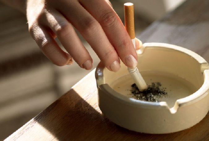 Google fajčenie dievča jed